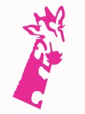 Girafe rose sur coussin rose Opus Rouge et Spiritopus