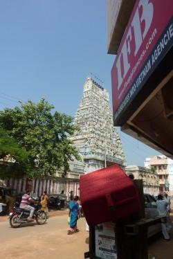 coussin de méditation et temple