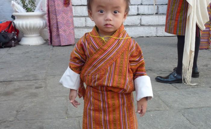 Textiles du Bhoutan et gho enfant