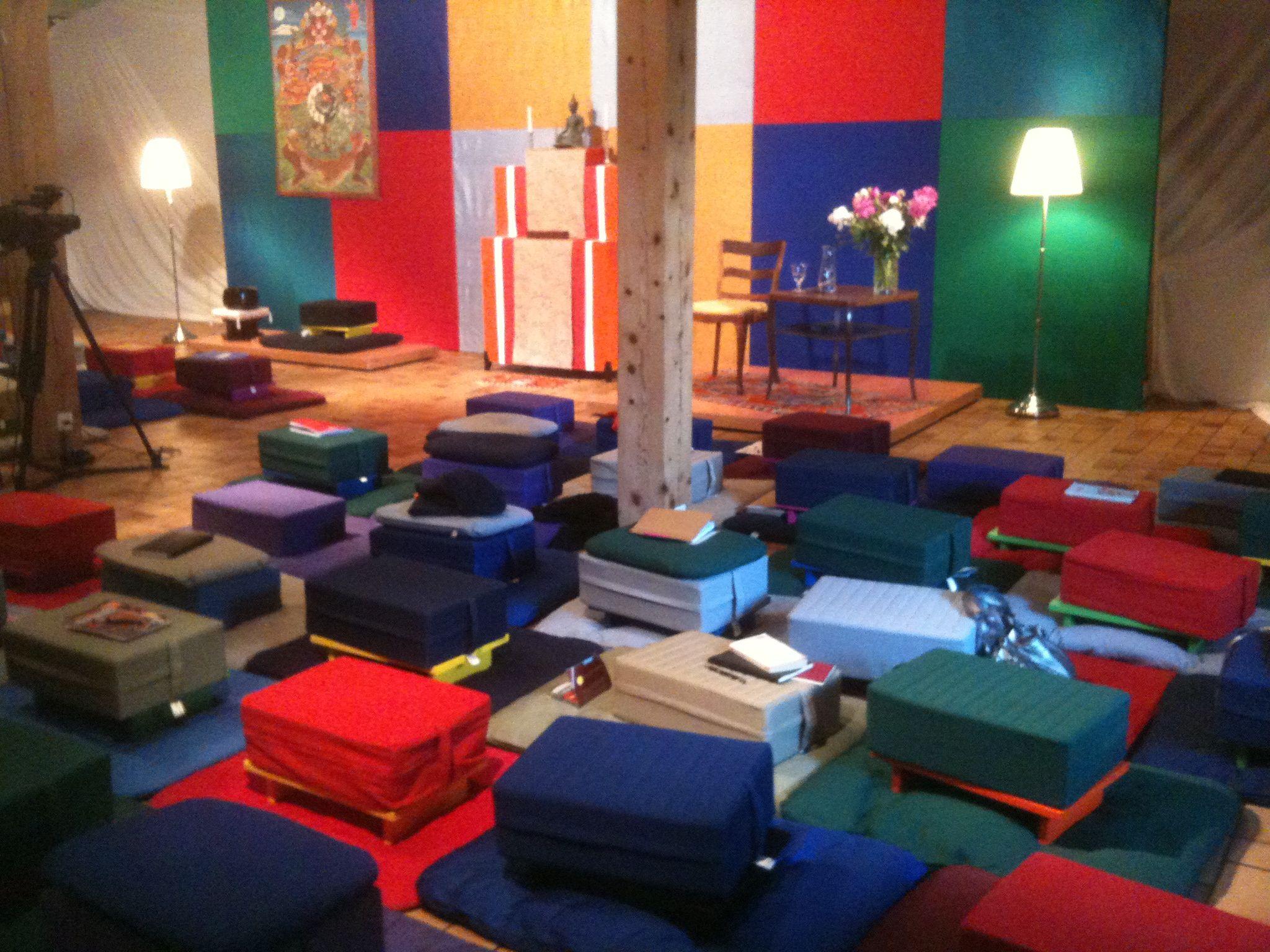 Décoration Salle De Méditation des coussins au coussin - spiritopus, le blog : spiritopus